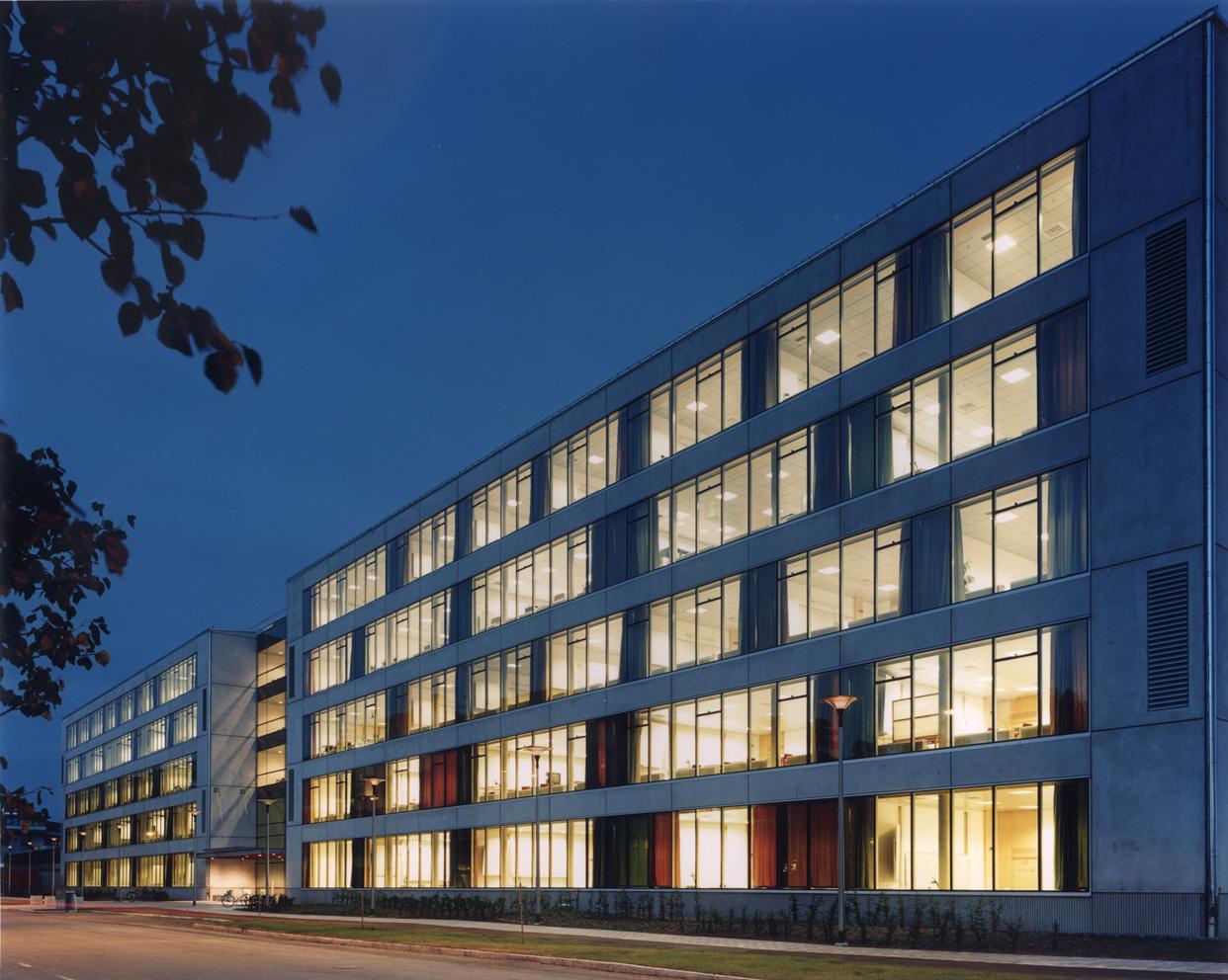 Zanderska_huset_nybyggnation_foto_fasad_natt_huddinge_stockholm_varg_arkitekter